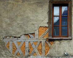 Derelict beauty. Detail on a tumbledown house in Confolens by JaxPix50, via Flickr.
