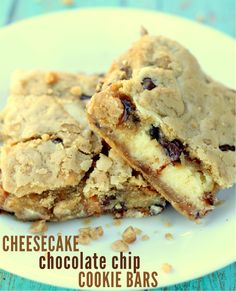 These Cheesecake Chocolate Chip Cookie Bars are SO good!! { lilluna.com }