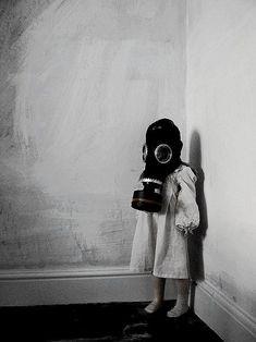 creepi, little girls, gas masks, art, children, kids, angel statues, gasmasks, doctor