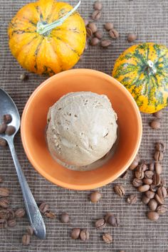 Pumpkin Spice Coffee Ice Cream - your favorite fall coffee flavors in a scoop of ice cream, so easy and so tasty