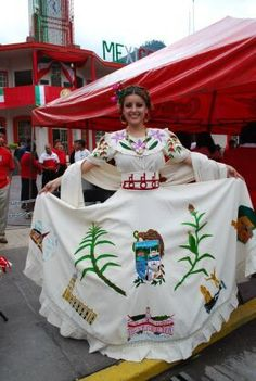 Traje típico de Río Blanco, Veracruz, México - based on the style of that state - for more of Mexico visit www.mainlymexican... #Mexico #Mexican #women #fashion #costume #dress