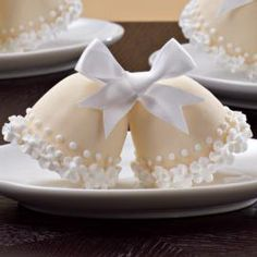 Ring in upcoming nuptials! Create bell-shaped cakes in our Brownie Pops 8-Cavity Silicone Mold. Add piped icing flowers and a ribbon bow to prettify the candy-coated partners.