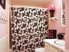 Pink and Black Bathroom...This is cute!!