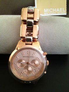 Relógio Michael Kors pulseira golden rose e prata fundo rose ,over size.  preço:R$850,00