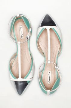 love these pointed flats