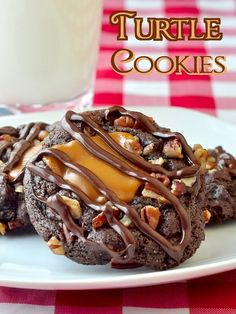 Turtle Cookies - pecans, caramel and chocolate together is a winning combination which is why everybody loves these turtle cookies inspired by the famous chocolate treat.