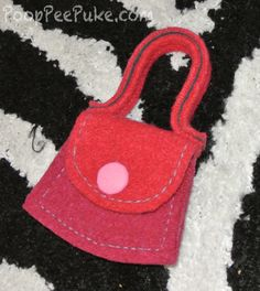 #USMadeEco    http://www.pooppeepuke.com/2012/10/31/austin-yarn-company-toddler-purse/