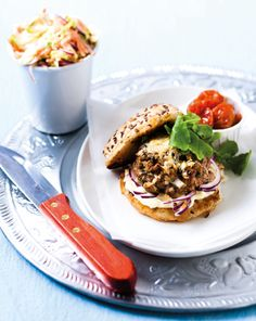 Gourmet cheeseburgers with coleslaw - Eat Out