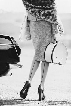 Love the skirt, bag, thights, shoes, ... Love the photo.