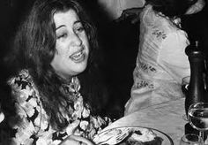 in 1974 Mama Cass Elliot performed 2weeks of sold-out concerts at the London Palladium. on July 28, elated that she had received standing ovations each night. She then retired for the evening, and died in her sleep at age 32. Sources state her death was due to a heart attack Elliot died in a London flat, No. 12 at 9 Curzon Place, Four years later, The Who's drummer Keith Moon died in the same flat at the same age
