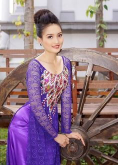 Áo dài ren đá - RD365 | You know, our main tailor: Hoa Nguyen with 10 years' experience of making ao dai will make the best dress for you :)