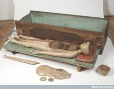 Wooden anatomical figure with removable parts and container, German, c.1700. Museum No A118272 Wellcome Images