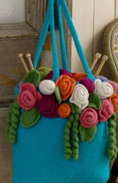 Oooh, what a fab bag. Detailed pattern for bag, roses, leaves etc. What an amazing share xox garden tote, purs, roses, gardens, rose garden, crochet bag, crochet patterns, bag patterns, tote bags