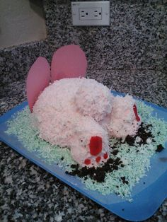 i did the bunny butt cake! = )