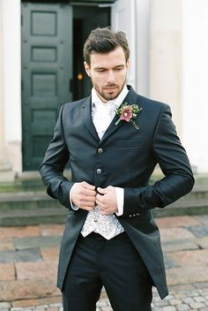 very cool groom attire - Grooms suit and accessories: Archetipo at Golman Copenhagen Halloween Wedding Groom, Winter, Grooms Suits, Abiti Uomo, Grooms Boutonnieres, Groom Suits, Groom Attire, Goth Fall, Grooms Attire