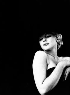 Marilyn Monroe. milton greene. black sitting.