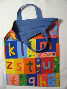 This free tote bag pattern was designed especially for a trip to the library. That means this fun and funky tote is just the right size and shape to carry your borrowed books to and from your favorite book spot.