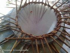 Мастер-класс Плетение Поликарбонатное дно для круглой плетеной корзины Бумага газетная Клей Материал бросовый фото 6