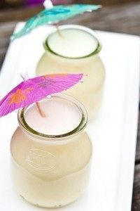 This Pina Colada Smoothie is AMAZING! Must try!! #drinks #healthy #skinnyms #recipes
