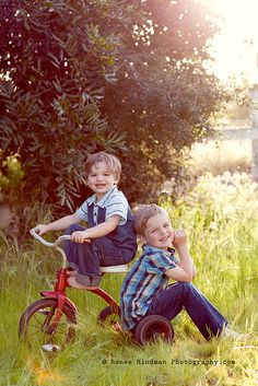tricycle photography, children photo poses, photo shoot, sibling boy photography, boy poses, pic idea, boy shoot