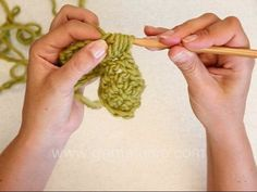 DROPS Crochet Tutorial: how to crochet Bobbles/PopCorn sts. In this DROPS video we show how to crochet Bobbles/PopCorn sts. alt 1: Crochet 4...