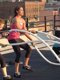 Love me some BATTLE Ropes! Try these moves with 20 seconds of work and 10 seconds of rest. Double Arm Slams x2 Alternating Arm Slams x2 Double Arm Waves x2 Snakes x2 Single Arm Outside Circles x2 Single Arm Inside Circles x2 Figure 8's x2 #SelfMagazine