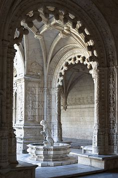 Jeronimos church and monastery (Lisbon, Portugal). Lion fountain in the cloister.