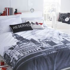 Bring the city to you with this grey 'London' bed linen set from Ben de Lisi. The high quality design features a grey city scene design against a white base, for a minimal inspired style to finish your home perfectly