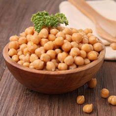 Los Garbanzos son tan efectivos como el PROSAC,  que además de liberarnos del colesterol,  produce serotonina, la hormona de la felicidad, lo mismo que en los antidepresivos. La causa de esa sensación es que contiene un aminoácido conocido como triptofen que, en buena cantidad, produce serotonina, una sustancia benefactora.
