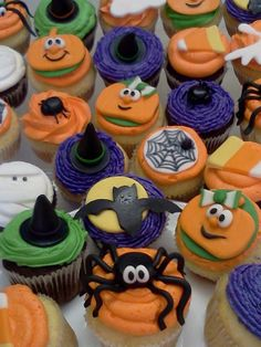 Cupcakes y mini cakes on pinterest fashion cupcakes for Halloween mini cupcake decorating ideas