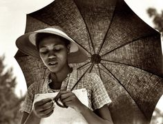 dorothea lange, historical photos, dorothealang, umbrellas, the farm, juli 1937, black, louisiana negress, photographi