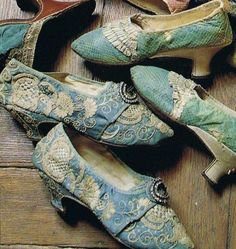Teal and aqua shoes ( 18th century)