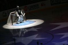 Who loves hockey?