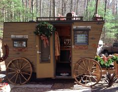 Sisters on the Fly trailer ~ Stagecoach  I love this as I worked at Wells Fargo.