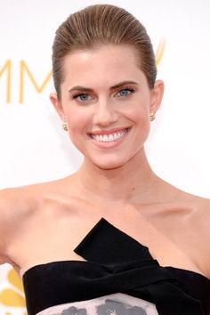 The 9 best beauty looks from last night's Emmys: Allison Williams