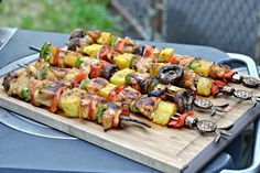 Great for a picnic, honey porter chicken kebabs are bursting with flavor!   #PicnicGame