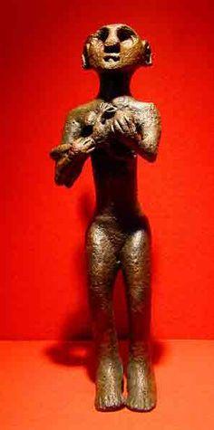 Bebek emziren kadın heykeli. (Hittite- Women who are breastfeeding) Anadolu Medeniyetleri Museum, Ankara,Türkiye.