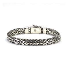 Handsome bracelet of