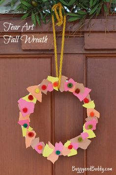 Such a simple fall craft for toddlers on up! (Tear Art Fall Wreath)~ BuggyandBuddy.com