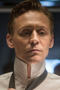 "Tom Hiddleston as Dr. Robert Laing in High-Rise. Full size image: <a href=""http://ww4.sinaimg.cn/large/6e14d388gw1f164f8agssj21kw11x48o.jpg"" rel=""nofollow"" target=""_blank"">ww4.sinaimg.cn/...</a> Source: Torrilla, Weibo"