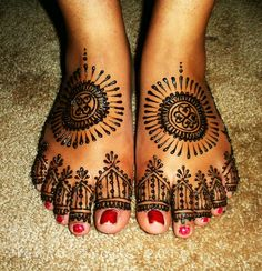 wedding henna feet by Henna Trails, via Flickr Could have done more work... But still gorgeous!!!