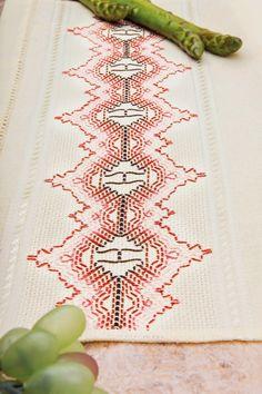 Bordado Iugoslavo em Pano de Copa. Peça da talentosa artesã Leila Jacob. - Blog Vitrine do Artesanato: # BORDADO TERAPIA