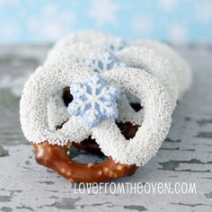 chocolate covered pretzels, chocol cover, holiday baking, winter wonderland, white chocolate
