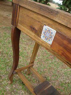Aparador em madeira de demolição. Artesão: Carlos Gomes Mór. Porto Alegre - RS F.: 51 8537 2128