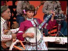 Roy Clark, Barbra Mandrell, Grandpa Jones, Roni Stoneman, Buck Trent and Jimmy Henley. the Hee Haw Banjo Sextet playing Old Rattler.