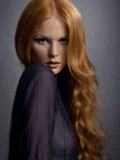 Dark strawberry blonde or light auburn red. This looks like my natural hair color!! #HAIRCOLORSPIRATION #redheads