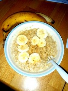 Old fashioned oats flavored with 1 tbsp honey and 1/2 cup sliced bananas sprinkled with 2 tsp flaxseed (ground)