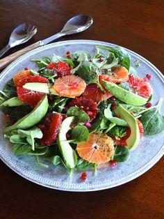 Citrus Avocado Salad with Poppy Seed Dressing - Healthy Winter Spinach Salad Recipe // Via @Tori Avey // #citrus #grapefruit #poppyseed #recipe