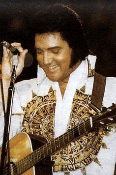 Elvis Saginaw MI 5-3-1977 pic.twitter.com/h2arkiEIVj