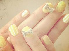 Zooey Deschanel's darling yellow & glittery bow nails
